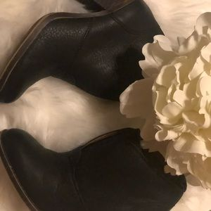 Lucky Brand Women's Ehllen Booties